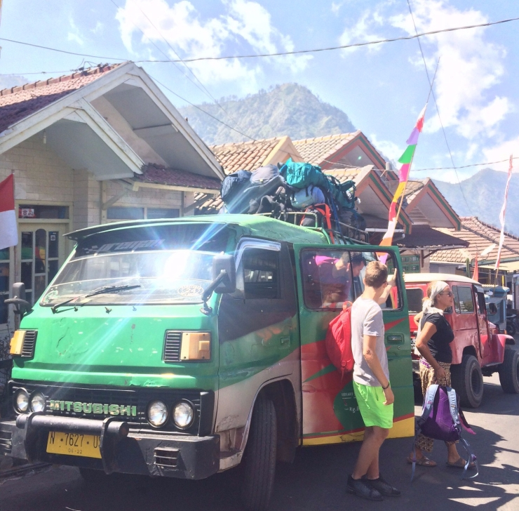 minivan_bromo_indonesia-e1507454410993.jpg